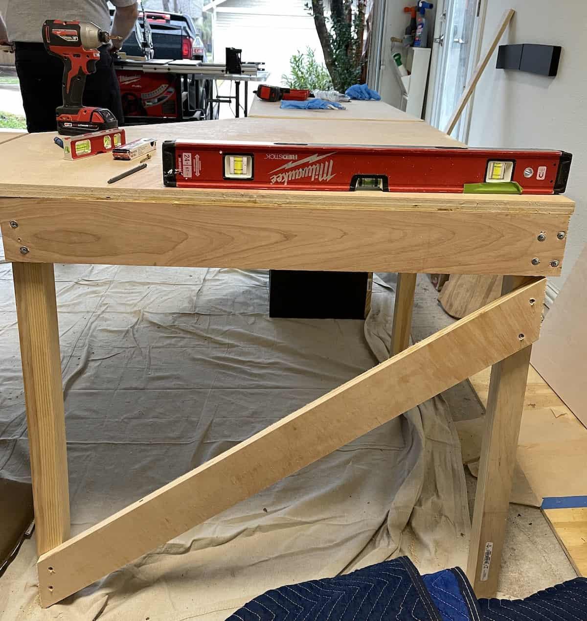 v-shaped brace diy desk
